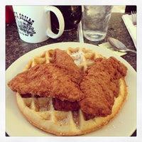 Foto tomada en Pete's Grille por Jeremy K. el 2/3/2013