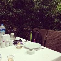 6/15/2013 tarihinde Hakan A.ziyaretçi tarafından Yalı Restaurant'de çekilen fotoğraf