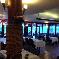 6/13/2013 tarihinde Hakan A.ziyaretçi tarafından Hanımeli Balık Restaurant'de çekilen fotoğraf