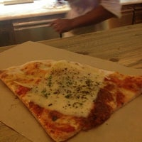 Снимок сделан в Pizza Poselli пользователем Arianna T. 9/26/2012