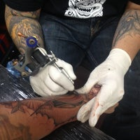 Photo prise au Inkstop Tattoo par Mark R. le10/16/2013