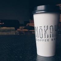 Das Foto wurde bei Mokah Coffee & Tea von Rondo E. am 3/20/2015 aufgenommen