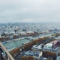 Foto tirada no(a) Le Jules Verne por ALEXANDRA em 11/16/2014