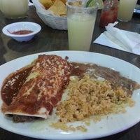 รูปภาพถ่ายที่ El Azteca โดย Taaka S. เมื่อ 9/18/2012