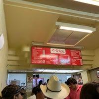 Foto tomada en Burritos La Palma por Michael R. el 7/29/2019