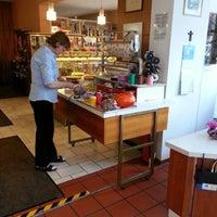 Das Foto wurde bei Café Hotel Konditorei Goldinger von Mitch S. am 3/14/2013 aufgenommen