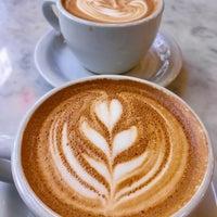 Photo prise au Gotham Coffee Roasters par Elvan S. le3/31/2018
