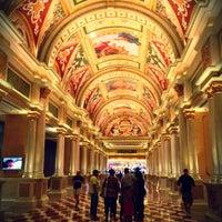 Foto scattata a Venetian Resort & Casino da Мария Л. il 9/20/2013