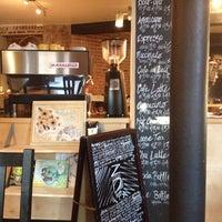 Снимок сделан в Bottom Line Coffee House пользователем Lisa M. 11/3/2013