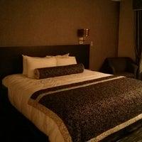 Foto tomada en Ramada Plaza West Hollywood Hotel and Suites por Catarina L. el 7/11/2013