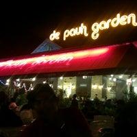 Das Foto wurde bei De Pauh Garden Restaurant & Cafe von jzan a. am 1/18/2013 aufgenommen