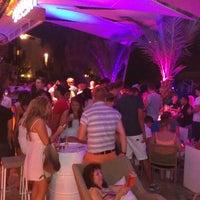 รูปภาพถ่ายที่ Mojito Lounge & Club โดย Barış U. เมื่อ 8/27/2013