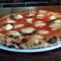 Das Foto wurde bei San Marzano Brick Oven Pizza von Nayanda M. am 9/20/2013 aufgenommen