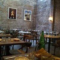 Foto scattata a Galli Restaurant da Katrina L. il 5/4/2013
