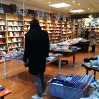 Foto tirada no(a) BookCourt por Van V. em 1/1/2013