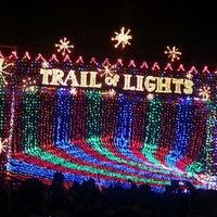 Foto scattata a Austin Trail of Lights da Caitlin P. il 12/24/2012