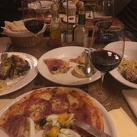 Photo prise au Rossini Ristorante Pizzeria par Levent Tamer le11/11/2017