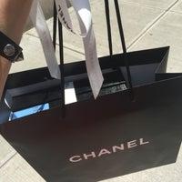 Foto tirada no(a) CHANEL Boutique por Marusya em 6/1/2016