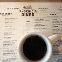 Foto tomada en Phoenicia Diner por Julia A. el 9/10/2013