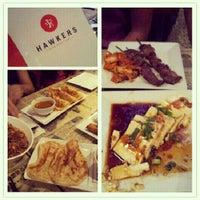 Foto diambil di Hawkers Asian Street Fare oleh Elaine P. pada 10/5/2012