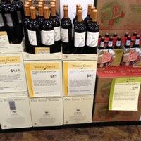 Das Foto wurde bei Total Wine & More von Robert P. am 11/3/2012 aufgenommen