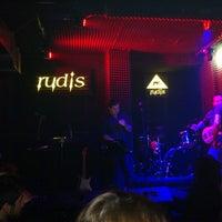 Foto diambil di Rudis Bar oleh Y.Kenan C. pada 3/1/2013