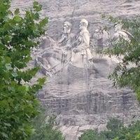 Foto tomada en Stone Mountain Park por Chris S. el 7/27/2013