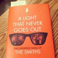 Foto tirada no(a) Tattered Cover Bookstore por Briana M. em 12/28/2012