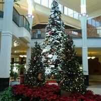 Foto tirada no(a) Perimeter Mall por David R. em 11/26/2012