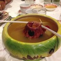 รูปภาพถ่ายที่ The Lun Wah Restaurant and Tiki Bar โดย Bridget C. เมื่อ 6/30/2013