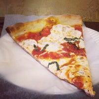 Das Foto wurde bei Prince St. Pizza von Bwight am 7/4/2013 aufgenommen