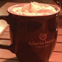2/8/2013 tarihinde Olgu G.ziyaretçi tarafından Gloria Jean's Coffees'de çekilen fotoğraf