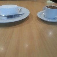 1/18/2013 tarihinde burçinksziyaretçi tarafından Beymen Cafe'de çekilen fotoğraf