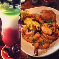 รูปภาพถ่ายที่ Pappadeaux Seafood Kitchen โดย Amber R. เมื่อ 4/30/2013
