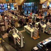 Foto diambil di Barnes & Noble oleh Jean P. pada 10/31/2013