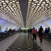 Das Foto wurde bei Abu Dhabi International Airport (AUH) von Liss Z. am 8/10/2013 aufgenommen