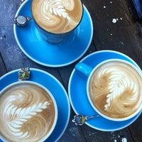 Foto tomada en Cabrito Coffee Traders por Michelle L. el 6/3/2013