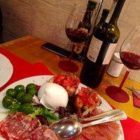 Foto tomada en Napoletani D.O.C. Restaurant & Pizzeria por Jesus P. el 3/21/2015