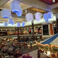 Снимок сделан в Maplewood Mall пользователем Jan K. 12/13/2012