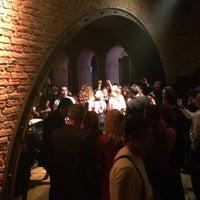 Foto diambil di No4 Restaurant • Bar • Lounge oleh nihat e. pada 4/12/2014