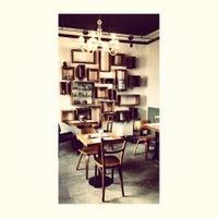 Das Foto wurde bei Otro Café von Angel L. am 5/13/2014 aufgenommen