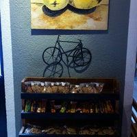 Das Foto wurde bei Otro Café von Angel L. am 6/27/2014 aufgenommen