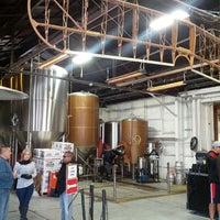 Foto tirada no(a) Hangar 24 Craft Brewery por Kevin M. em 2/19/2013