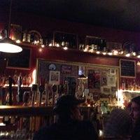 2/11/2013 tarihinde Jonathan C.ziyaretçi tarafından Fourth Avenue Pub'de çekilen fotoğraf