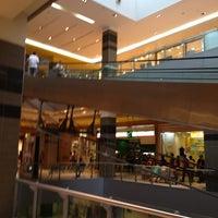 Foto scattata a Galleria Commerciale Porta di Roma da Giulia N. il 7/13/2013