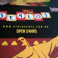 Foto tirada no(a) Stalos Café & Bar por Dean C. em 5/31/2013