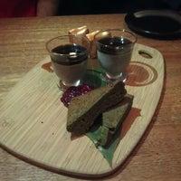 Foto diambil di Kumo Izakaya & Sake Bar oleh G D. pada 10/8/2013
