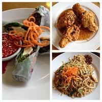 Foto tomada en Tuptim Thai Cuisine por Mike T. el 5/24/2014
