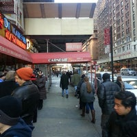 Photo prise au Carnegie Deli par Worth S. le12/30/2012