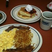 Foto tomada en IHOP por Karl A. el 11/24/2012